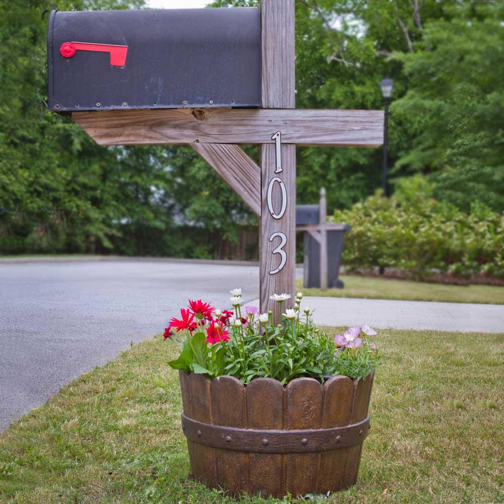 20 In Dia Cast Stone Mailbox Planter In Barrel Pf5764b Mpg